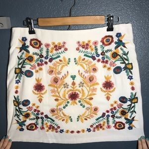 Umgee size large white embroidered skirt